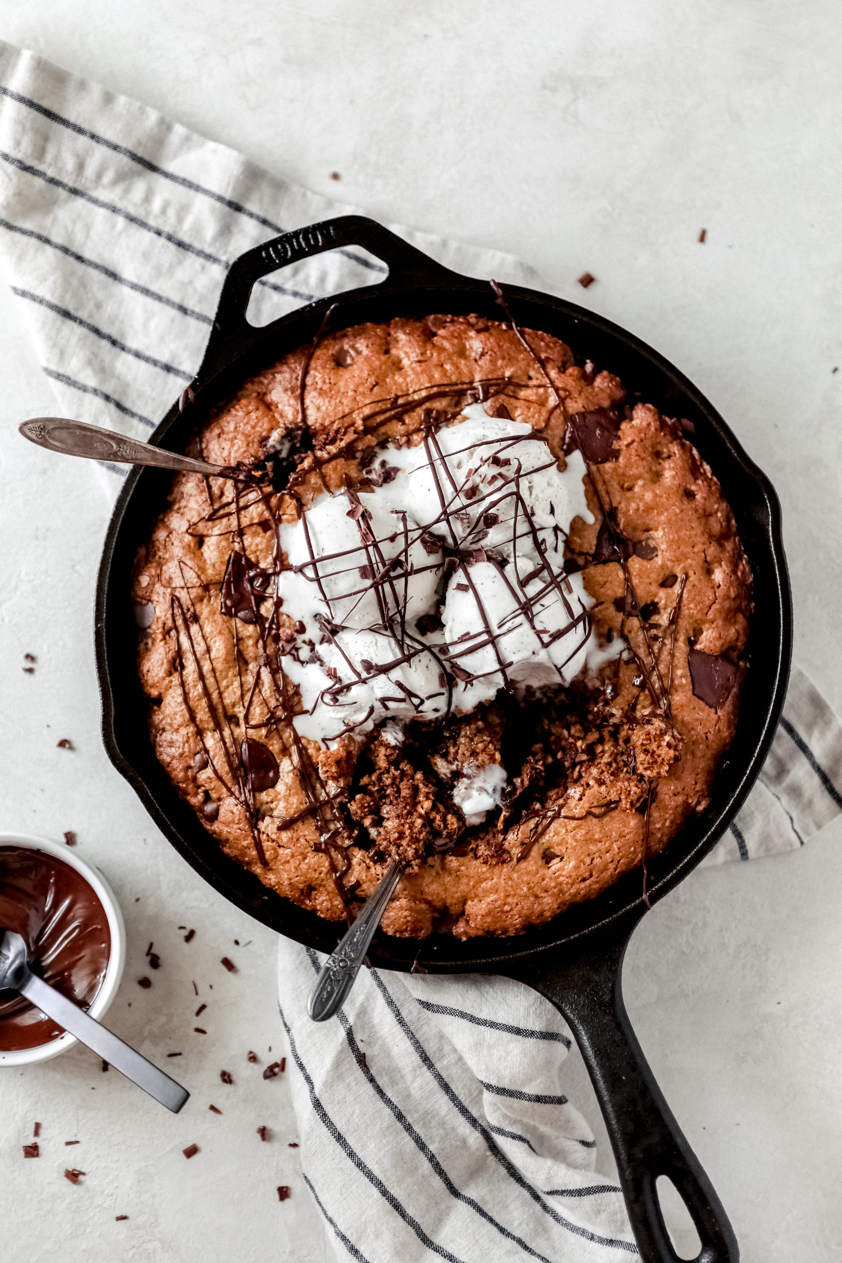 Peanut Butter Chocolate Chip Oatmeal Skillet: Jessi's Kitchen